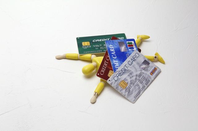 クレジットカードと人形