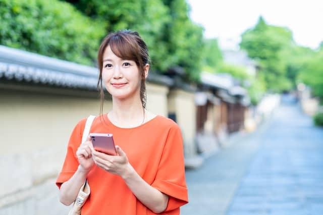 京都を歩く女性