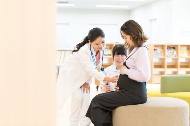 産婦人科検診を受ける妊婦