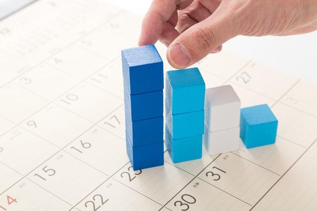 積み木とカレンダー
