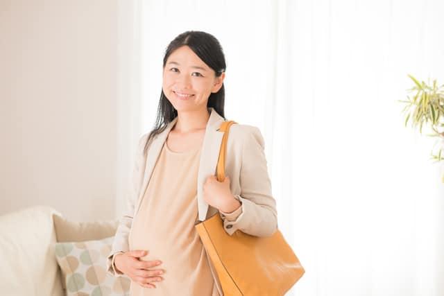 働く妊婦イメージ